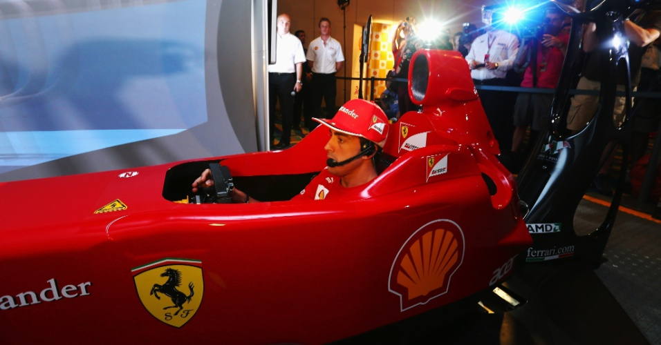 Alonso testa simulador em parceira da Ferrari com a Shell antes do GP de Cingapura