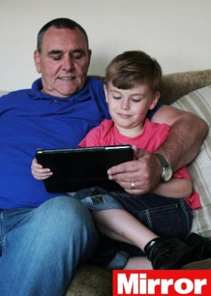 Barry Smith (esq.) e Will Smith, neto de Barry; avô conseguiu perdão da dívida de quase R$ 7 mil - Reprodução/Daily Mirror