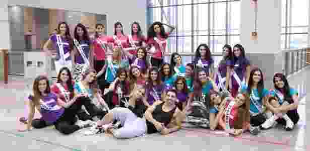 Misses fazem pose depois de um dia duro de ensaio para a final do miss Brasil 2012 - Divulgação