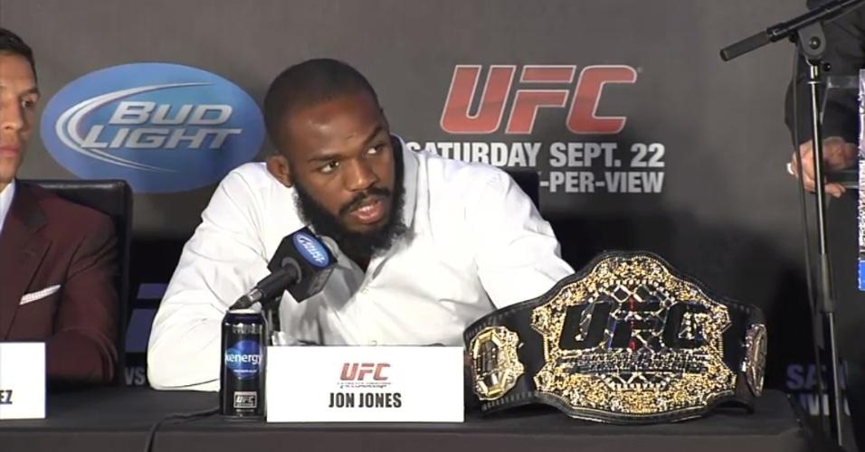 Jon Jones fala com a imprensa na coletiva do UFC 152