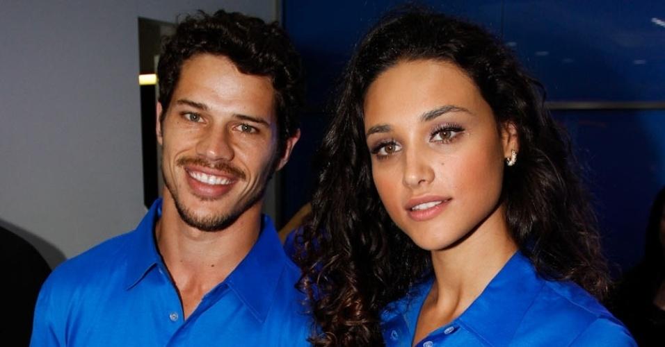 José Loreto e Debora Nascimento na inauguração de loja de eletrônicos no Shopping Villa Lobos, em SP (20/09/2012)