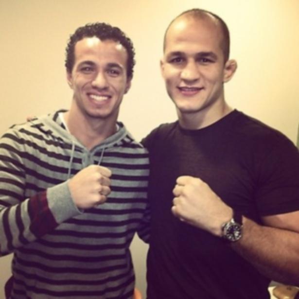 Júnior Cigano posta foto ao lado do atacante Leandro Damião, do Internacional e da seleção brasileira