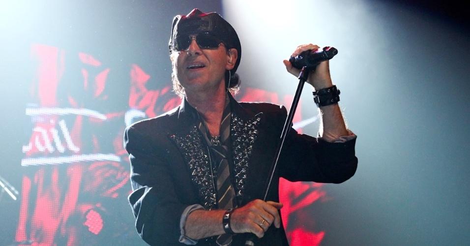 """Klaus Meine canta durante show dos Scorpions na turnê """"Final Sting Tour 2012"""" em São Paulo (20/9/12)"""