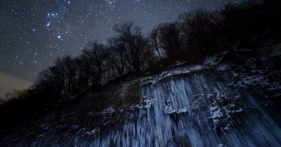 Na categoria Terra e Espaço, o vencedor foi Masahiro Miyasaka, que capturou as constelações de Orion, Touro e Plêiades nesta foto tirada de Nagano, no Japão. Em primeiro plano, a bela paisagem congelada compõe a cena com as estrelas azuis ao fundo