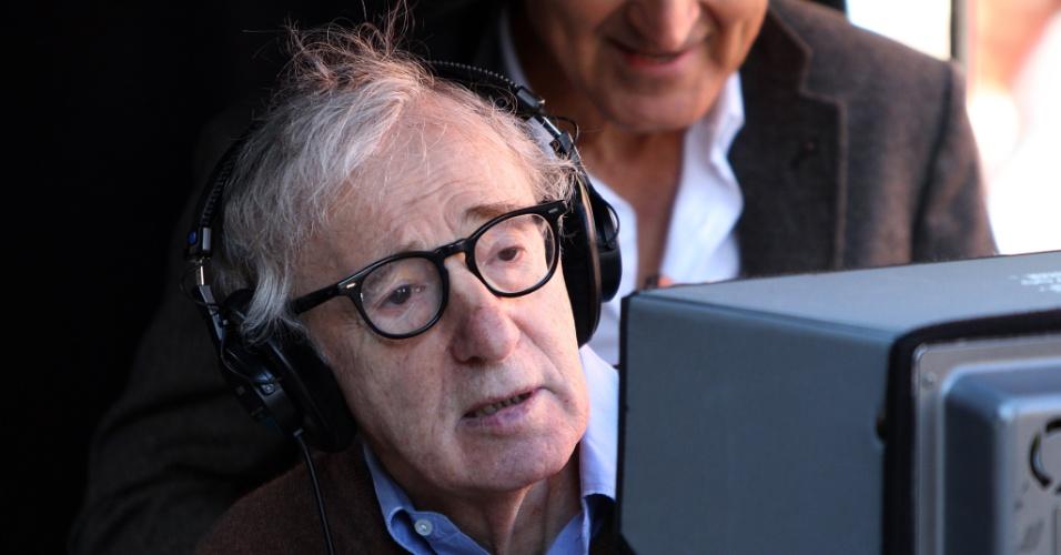 O diretor Woody Allen no set de filmagens do seu novo longa,