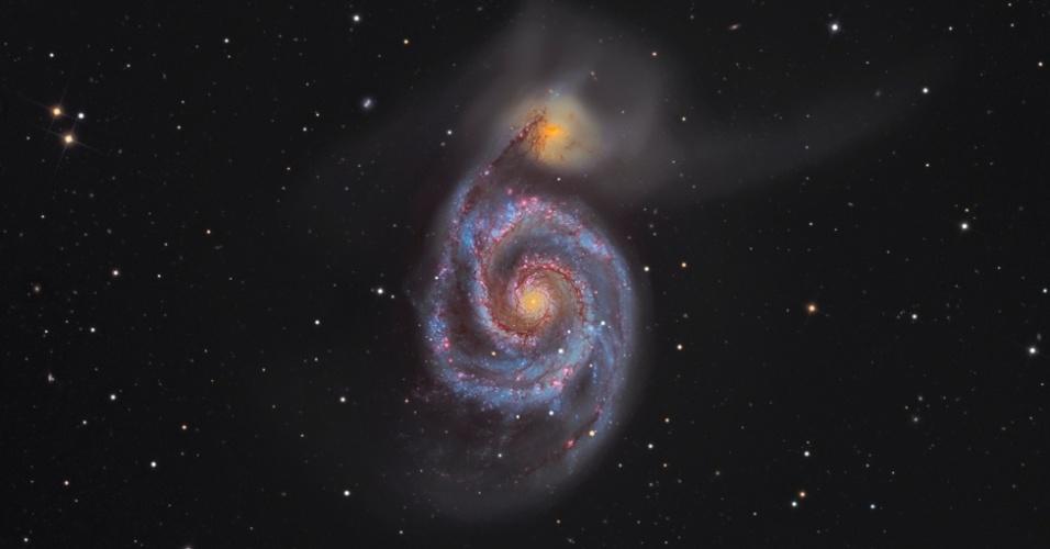 O fotógrafo Martin Pugh, que mora na Austrália, ganhou pela segunda vez o prêmio principal da competição de fotografia astronômica do Observatório Real britânico. A obra, que mostra a Galáxia do Rodamoinho (M51) em detalhes, será exposta no Observatório Real, em Greenwich, Londres, a partir de 20 de setembro