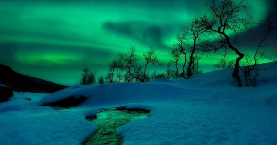 """O norueguês Arild Heitmann ficou com a segunda colocação na categoria """"Terra e Espaço"""" por sua imagem Mundo Verde. A aurora boreal, aqui fotografada em Nordland Fylke, na Noruega, é provocada por mudanças no campo magnético terrestre"""