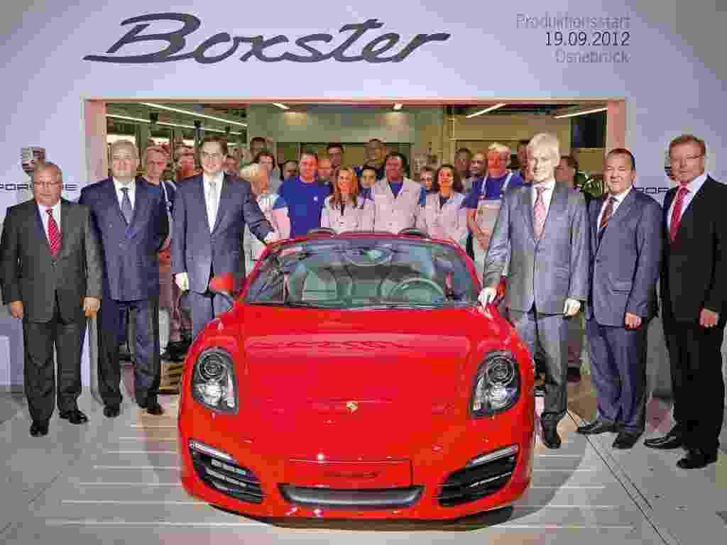 """Porsche Boxster começa a ser fabricado na unidade da Volkswagen, em Osnabrück (Alemanha). Usando a palavra """"sinergia"""", na moda entre os gurus empresariais, o grupo espera reduzir o gargalo existente na produção dos modelos da marca de esportivos e aumentar a produtividade - Divulgação"""