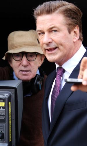 Woody Allen e o ator Alec Baldwin durante intervalo nas filmagens do novo filme do diretor,