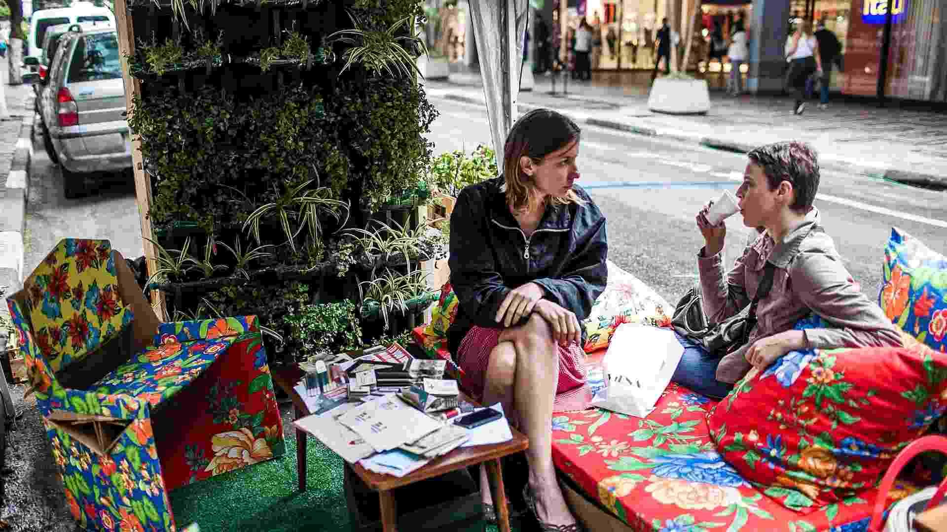 21.set.2012 - Ação Vaga Viva acontece na rua Padre João Manuel, próximo a avenida Paulista, em São Paulo, para promover a semana da mobilidade - Leonardo Soares/UOL