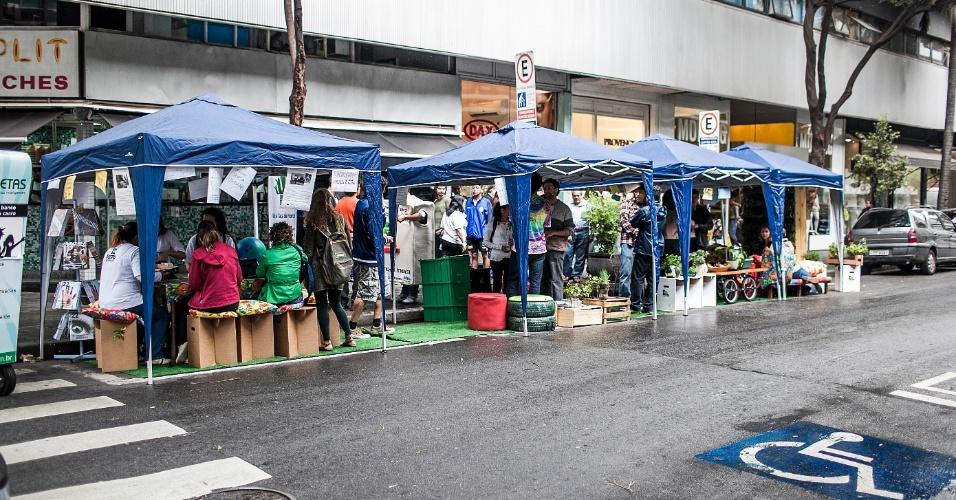 21.set.2012 - Ação Vaga Viva acontece na rua Padre João Manuel, próximo a avenida Paulista, em São Paulo, para promover a semana da mobilidade