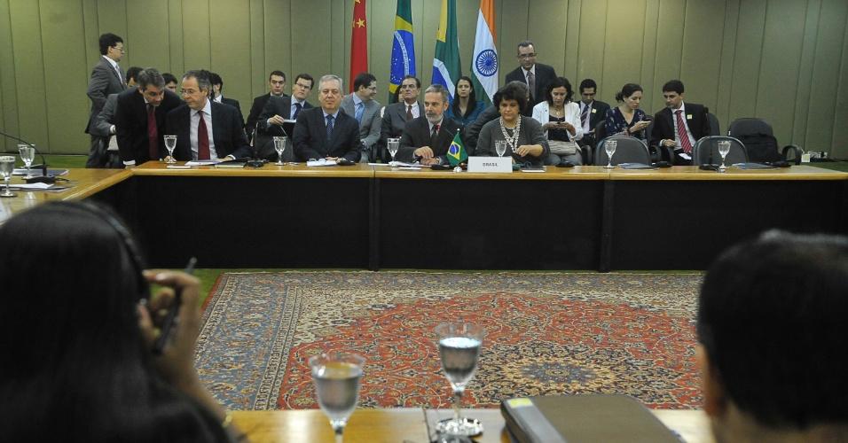21.set.2012 - Os ministros Antonio Patriota (Relações Exteriores) e Izabella Teixeira (Meio Ambiente) coordenam a reunião sobre mudanças climáticas do Basic (Brasil, da África do Sul, da Índia e da China), que também contou com a presença de representantes da Argélia, da Argentina, de Barbados e do Catar. O grupo defende que a segunda etapa de compromissos do Protocolo de Quioto seja definida até a COP18