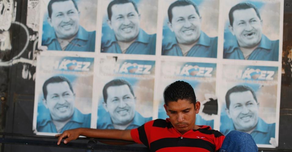 21.set.2012 - Retratos do presidente Hugo Chávez enfeitam parede da cidade de Sabaneta, em Barinas, Venezuela, local onde o chefe de Estado passou a infância. No dia 7 de outubro, os venezuelanos irão às urnas eleger o próximo presidente do país