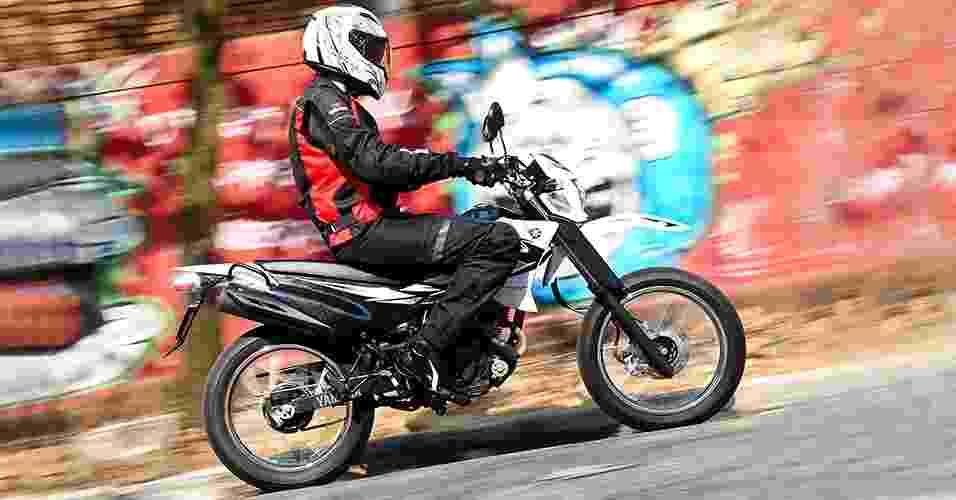 Com apenas 105 kg, a 125X é uma moto de fácil manuseio, sendo indicada até para iniciantes - Doni Castilho/Infomoto