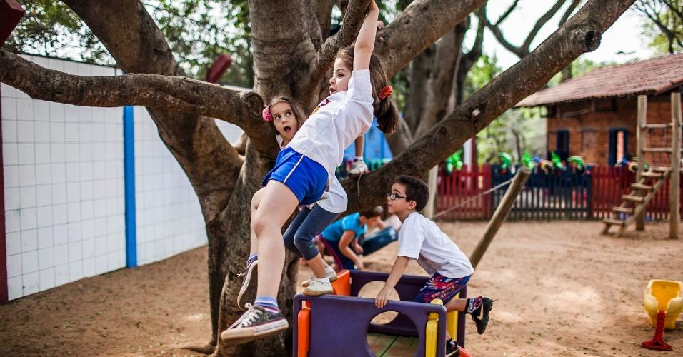 Crianças brincam no pátio da Creche/Pré-escola Oeste da USP