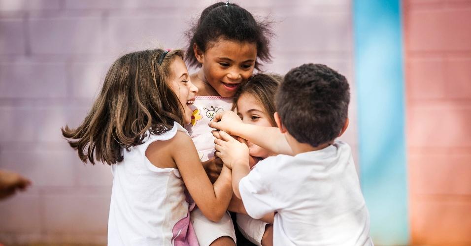 Crianças brincam no pátio da Creche/Pré-escola Oeste da USP (Universidade de São Paulo)