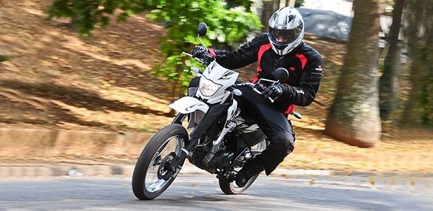 Com apenas 105 kg, a Yamaha XTZ 125X é uma moto de fácil manuseio, sendo indicada até para iniciantes - Doni Catilho/Infomoto