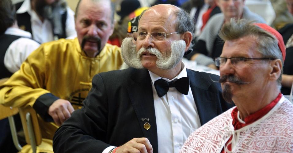 22.set.2012 - Barbas e bigodes variam entre os competidores do concurso europeu que irá eleger a melhor barba e bigode, neste sábado (22), na França. A premiação conta com mais cem participantes