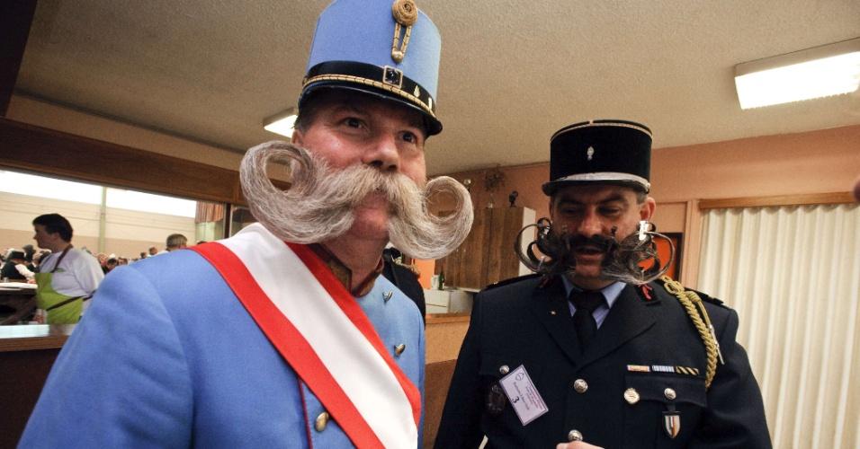 22.set.2012 - Competidores aguardam o início do concurso europeu que irá eleger a melhor barba e bigode. O evento ocorre em Mulhouse, no leste da França, neste sábado (22)