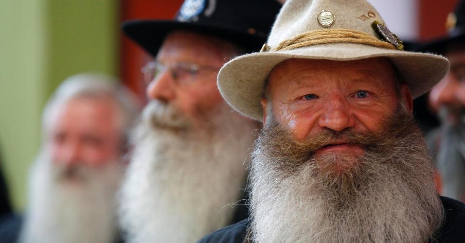 22.set.2012 - Participante mostra vasta barba durante concurso europeu que irá eleger a melhor barba e bigode.  Realizada em Mulhouse, no leste da França, neste sábado (22), a premiação teve mais de cem partipantes