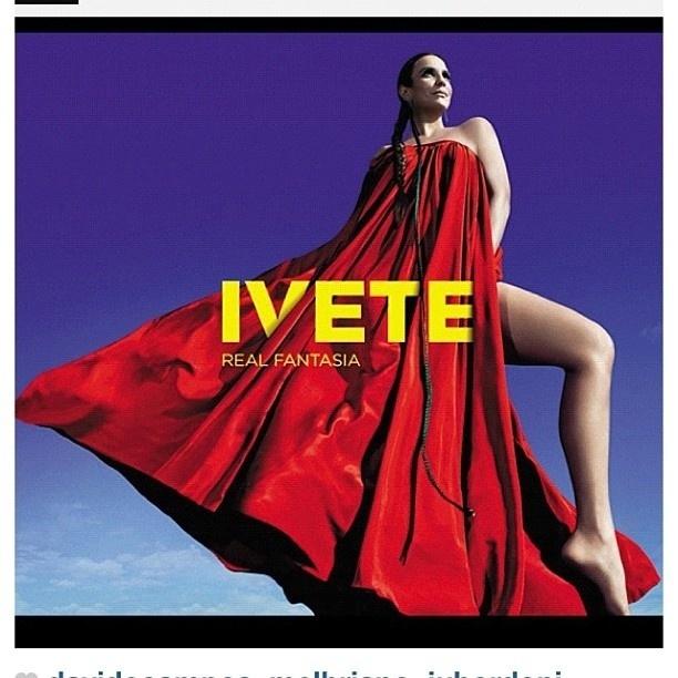 """Ivete Sangalo publicou uma foto de seu novo álbum, """"Real Fantasia"""" em seu perfil no Twitter. """"Capa do disco REAL FANTASIA. Lançamento dis 9 /10/2012"""", escreveu a cantora (22/9/12)"""