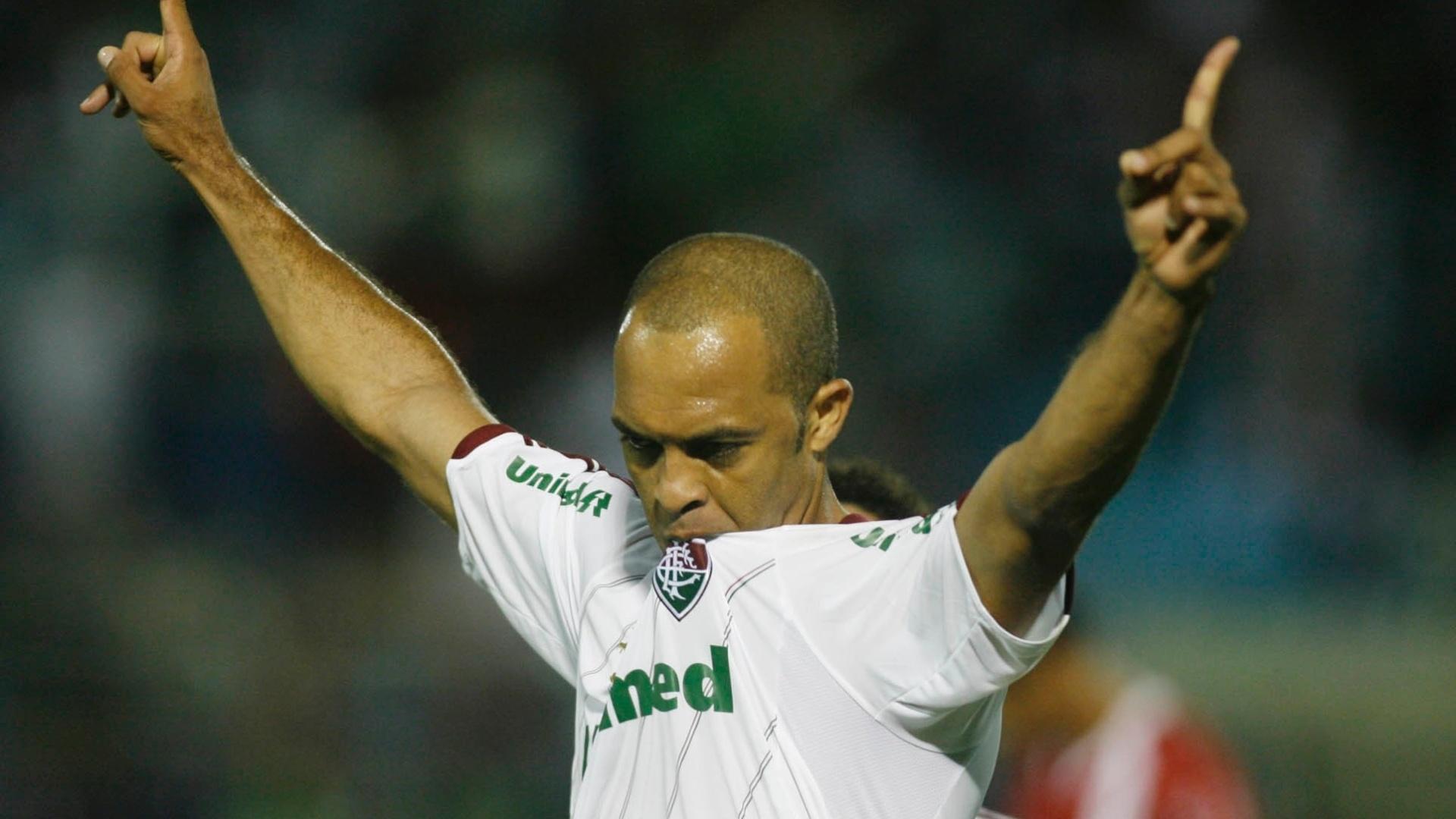 Leandro Euzébio comemora gol marcado na partida entre Fluminense e Náutico pelo Brasileirão