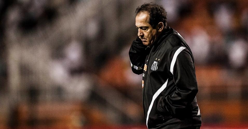 Muricy Ramalho comandou o Santos na derrota para a Portuguesa e se irritou com um jornalista após o jogo