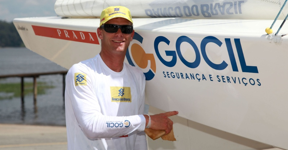 Robert Scheidt voltou à classe Laser após quase 10 anos e venceu as duas primeiras regatas de torneio na Itália
