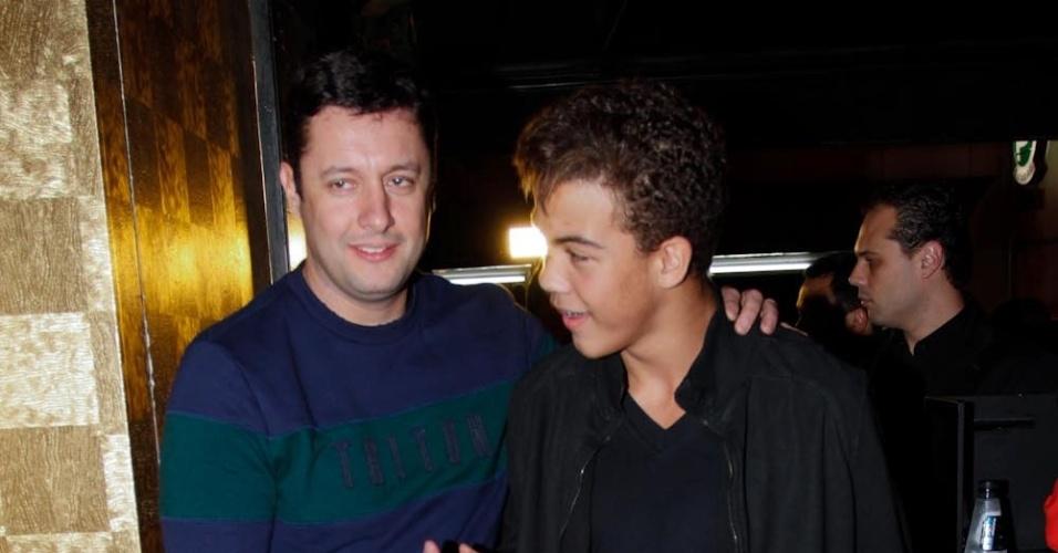 Ronald, filho do ex-jogador de futebol Ronaldo, chega à festa de aniverário de seu pai (22/9/12)