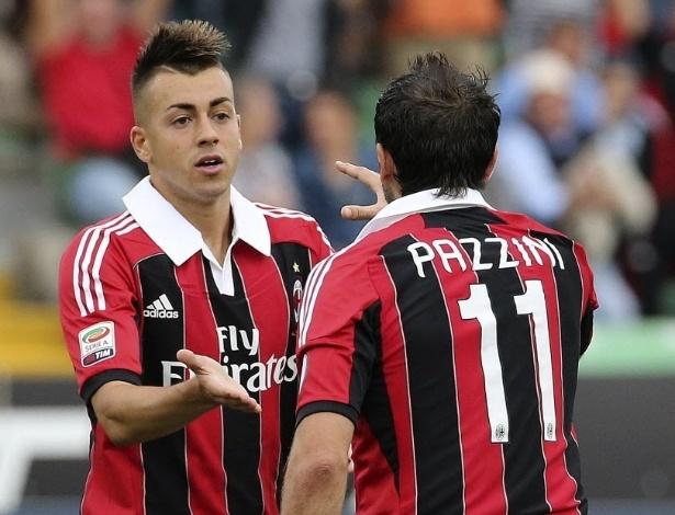 El Shaarawy (esq) e Pazzini, do Milan, comemoram gol na derrota para o Udinese