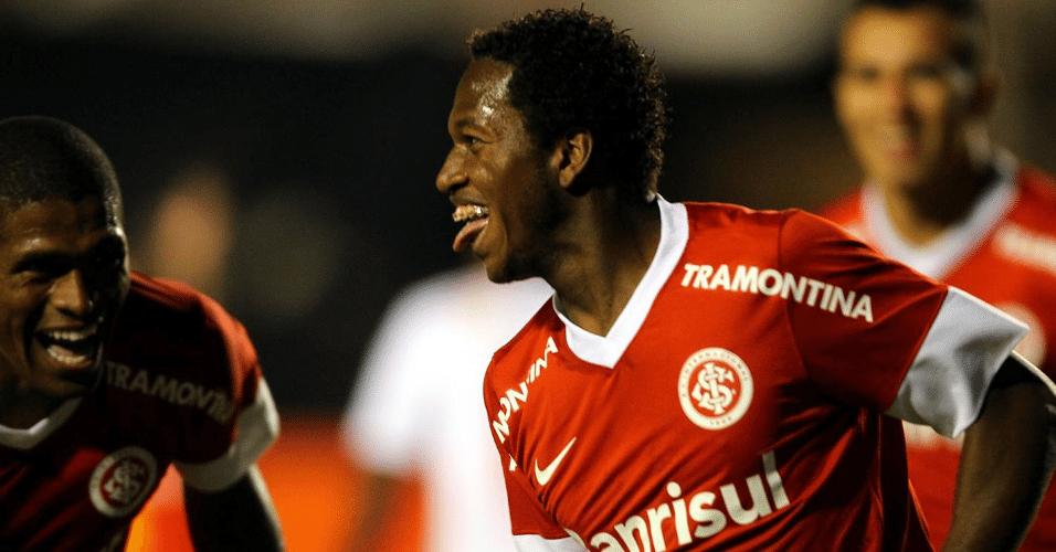 Fred comemora seu gol na partida entre Internacional e Bahia, pela 26ª rodada do Campeonato Brasileiro