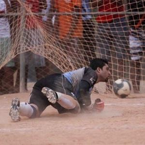 Goleiro do Roma sofre gol na semifinal da Copa Kaiser de Belo Horizonte
