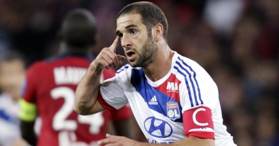 Lisandro Lopez comemora gol marcado no empate por 1 a 1 do Lyon com o Lille