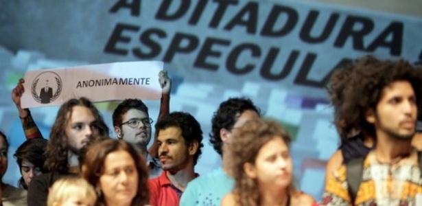 """Manifestação antes da exibição do curta """"A Ditadura da Especulação"""" no Festival de Brasília (22/9/12)"""