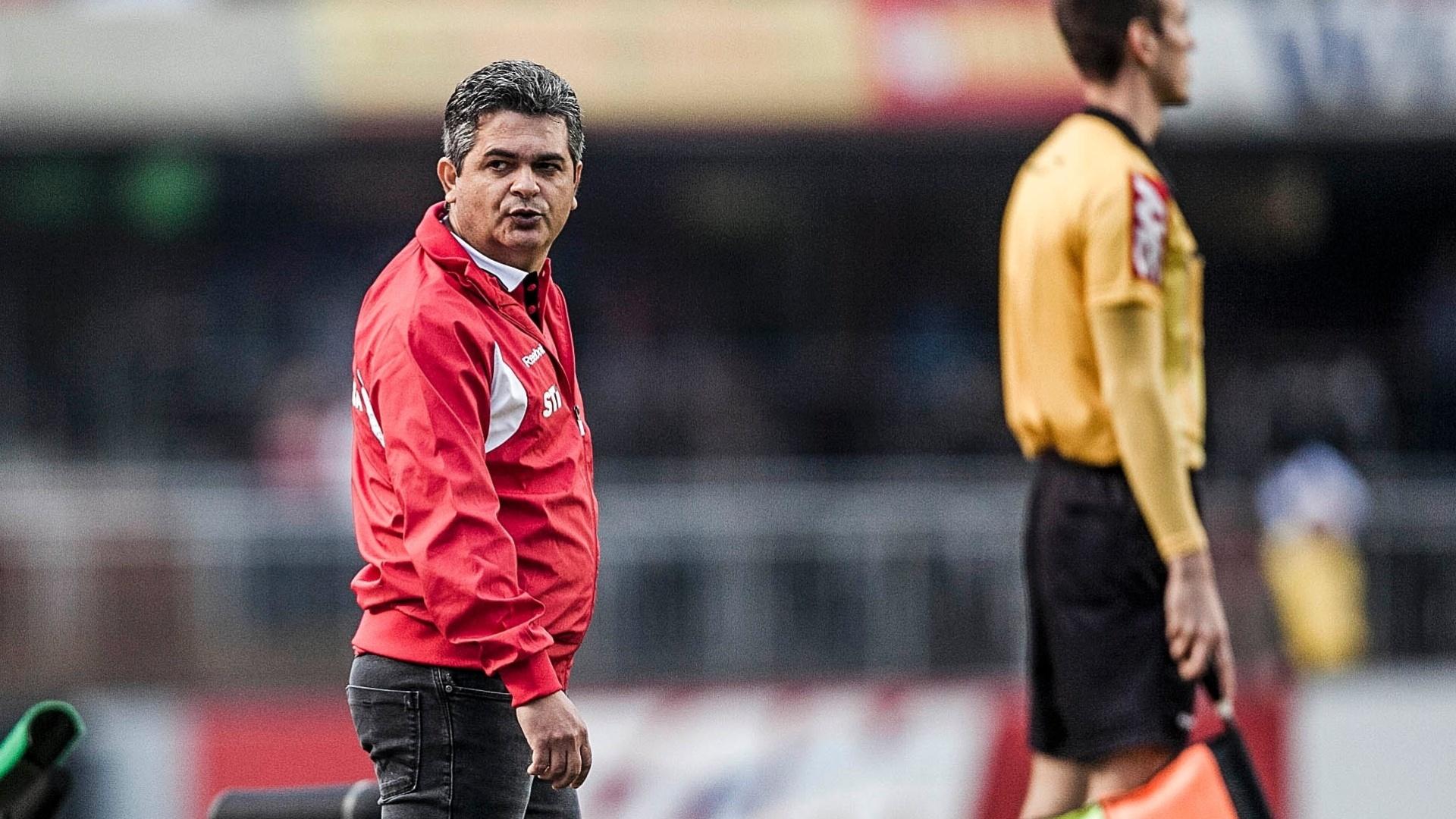 Ney Franco na partida do São Paulo contra o Cruzeiro, pela 26ª rodada do Brasileirão