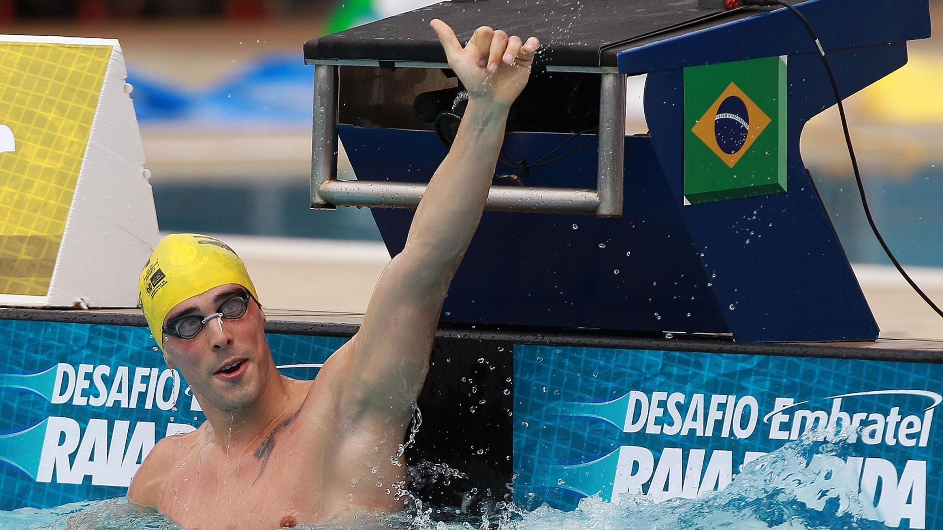 O brasileiro Bruno Fratus faz sinal de positivo após sua participação no desafio