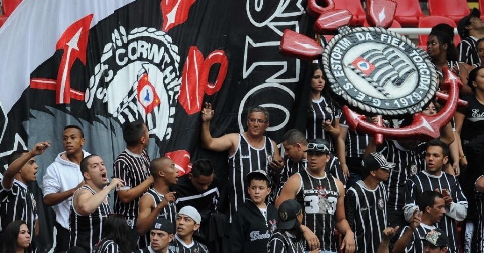 Torcida do Corinthians marcou presença no Engenhão, no Rio de Janeiro, para a partida contra o Botafogo