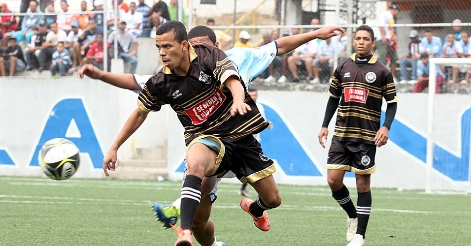 Turma do Baffo (preto) venceu o Cantareira por 2 a 0 neste domingo (23/09) pelas quartas de final da Copa Kaiser 2012