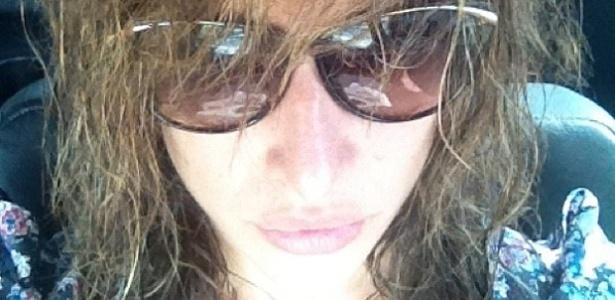 A atriz brasileira Gisele Itié começou a segunda-feira mostrando uma foto em que está descabelada para os seus seguidores (24/9).