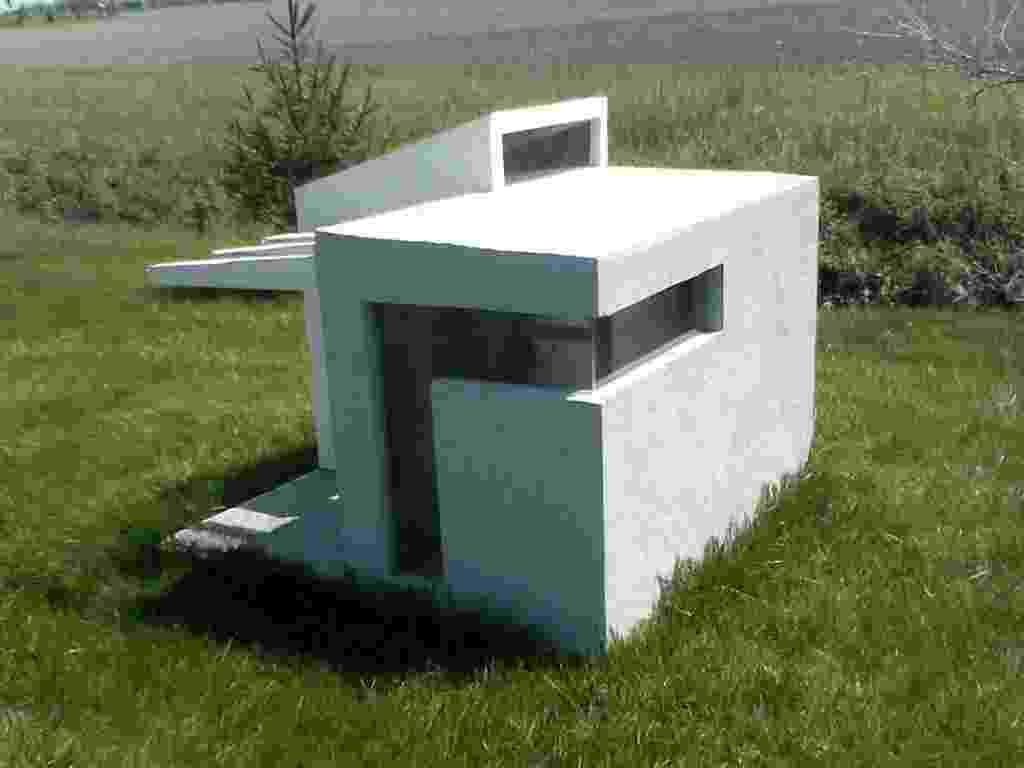 """A casinha de cachorro """"(Sub)urbana"""" foi construída por Brian Pickard, um arquiteto de Filadélfia, enquanto ele era um estudante na Universidade Estadual de Ohio. Ele e dois colegas projetaram-na como um exercício de arquitetura (NYT, usar apenas no respectivo material) - Divulgação/ The New York Times"""