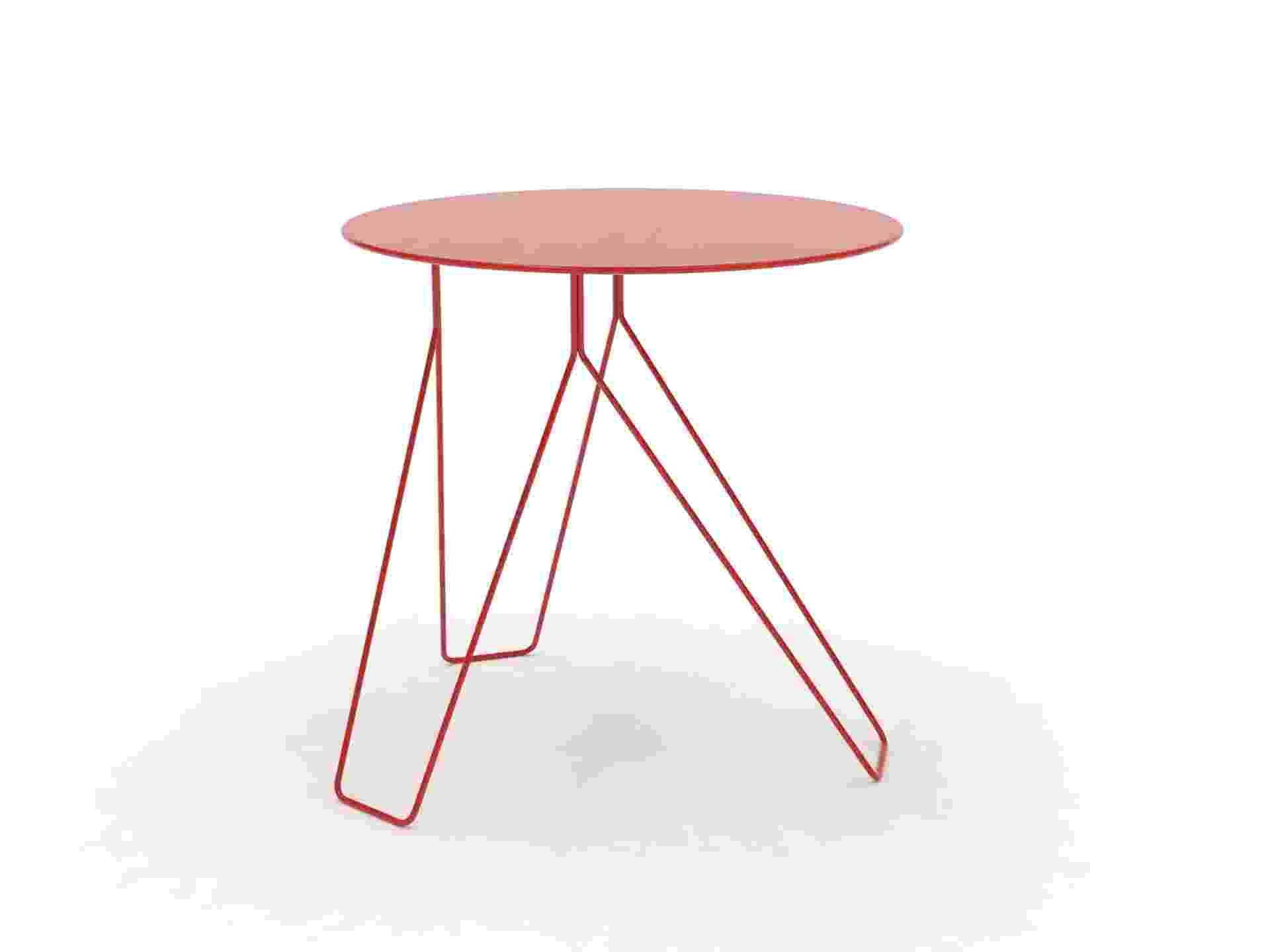 A mesa lateral Deslok (2006) tem design assinado por Bernardo Senna - Divulgação