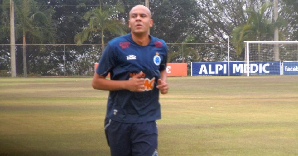 Alex Silva inicia nova etapa de recuperação de grave lesão, mas não joga este ano (21/9/2012)
