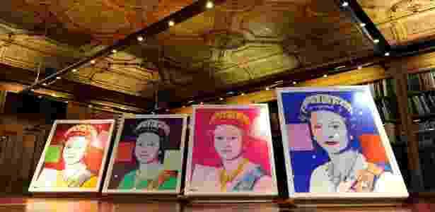 Obras de Andy Warhol retratam rainha Elizabeth 2ª em seu jubileu de prata, em 1977 - AP