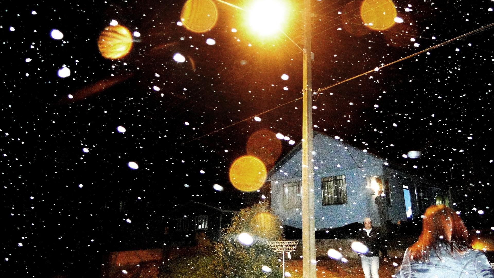 25.set.2012 - Neva em São Joaquim, na serra catarinense, no 3° dia de primavera