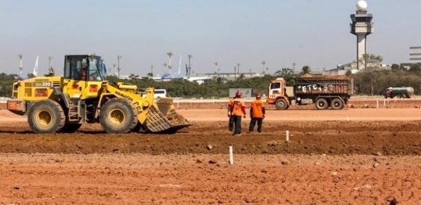 Aeroporto de Guarulhos foi concedido à iniciativa privada, mas Infraero toca obras no local