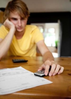 """Pacotes e alternativas ao roaming internacional podem evitar o recebimento de uma conta """"""""estratosférica"""""""" como souvenir da viagem - Think Stock"""