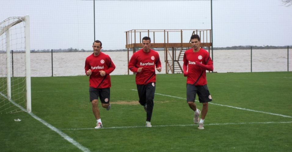 Josimar, Damião e Bolívar correm em treino de reapresentação do Inter (25/09/12)