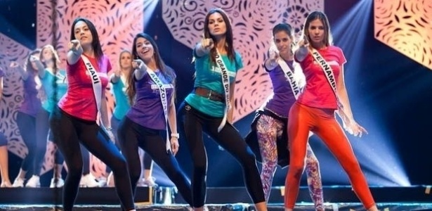 """26.set.2012 - Bonitas. Sensuais. Desejadas. Estas são as candidatas à coroa de Miss Brasil 2012, que """"batizaram"""" o palco do Centro de Eventos do Ceará com o primeiro ensaio para a final do concurso. Os cearenses agradecem!"""