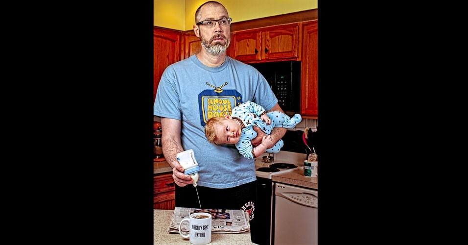 26.set.2012 - O americano Dave Engledow bolou uma forma de documentar a infância de sua filha, Alice Bee, de uma forma com que o material se tornasse um tesouro para quando ela se tornasse adulta