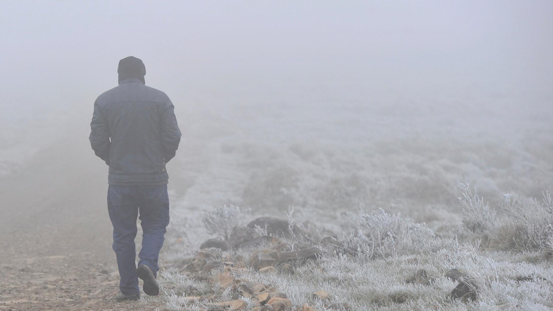 26.set.2012 - São Joaquim (SC) registra temperatura que varia entre -2ºC a -8ºC, nesta quarta-feira, por causa de massa de ar polar que está no Estado de Santa Catarina. As baixas temperaturas trouxeram neve ao município catarinense
